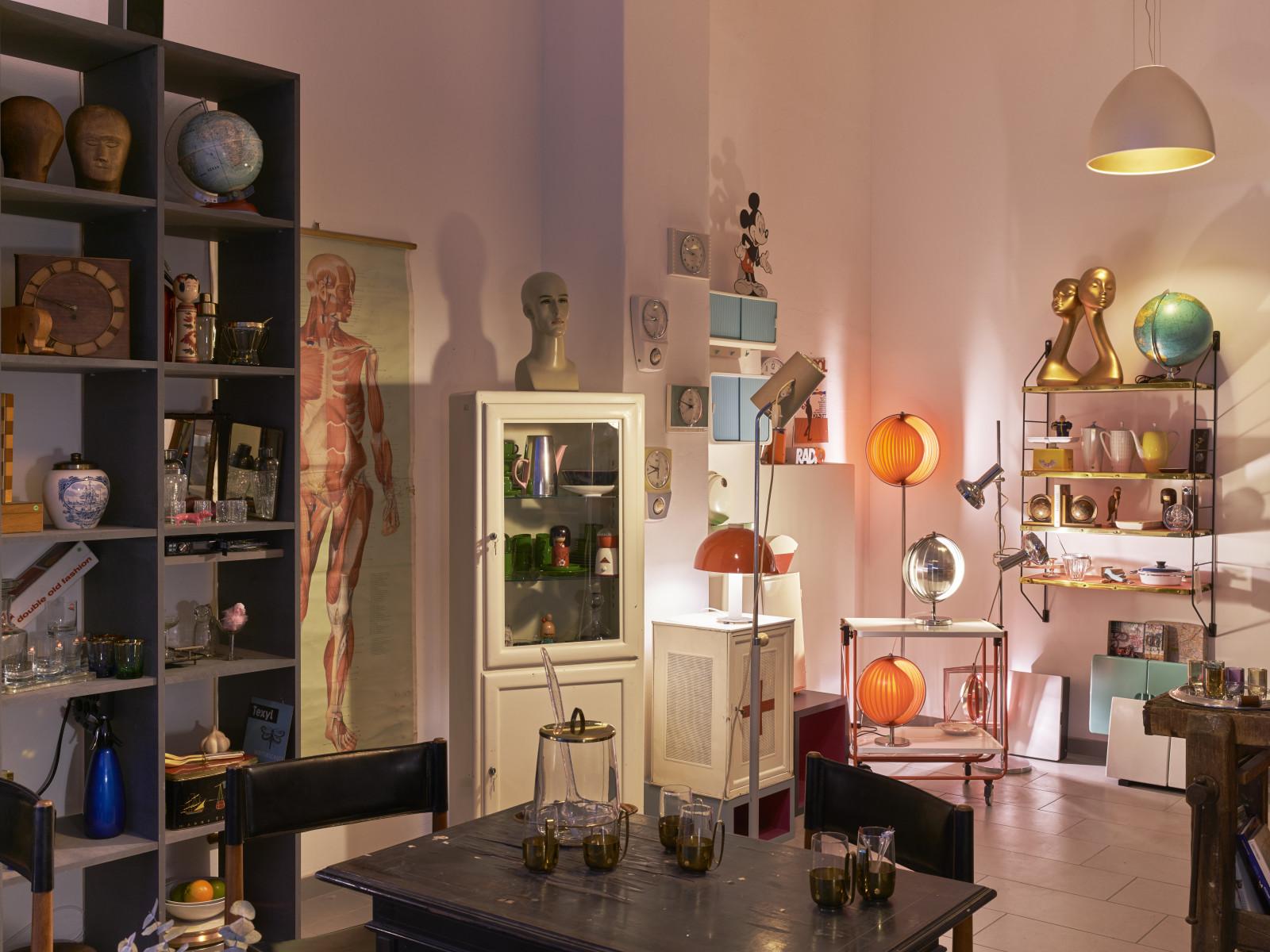 Bost Möbel Und Leuchten Wohnaccessoires Und Kuriosa Der 20er Bis